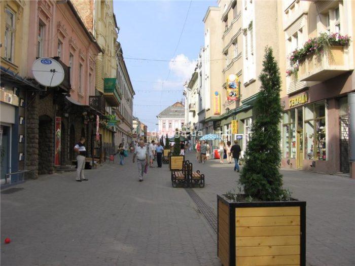 Улица Корзо в Ужгороде - пешеходная зона в старом центре города