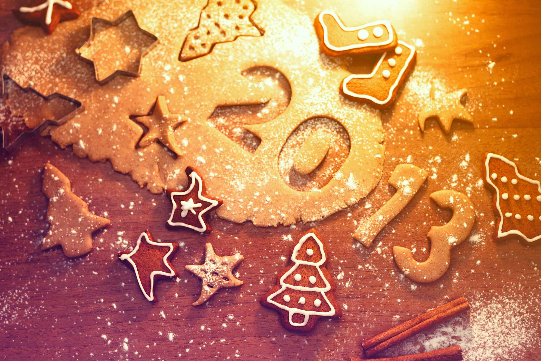 Обои на новогодний рабочий стол 2013 (год змеи) или украшение новогоднего стола.