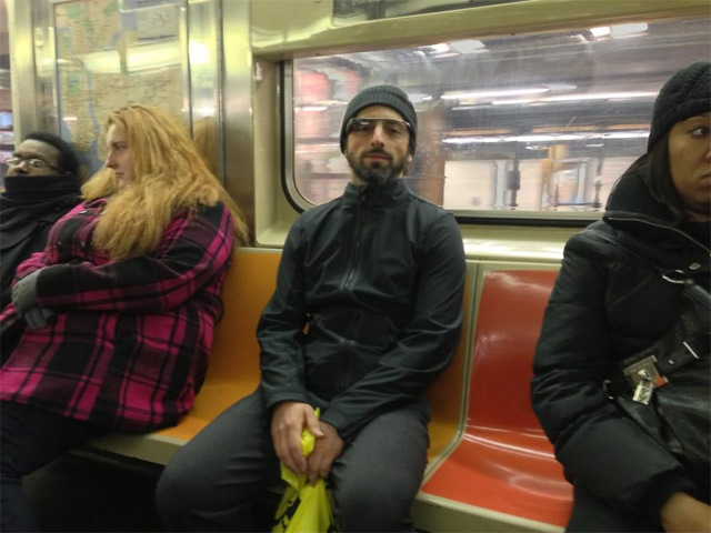 Сергей Брин в нью-йоркском метро в очках Google Glass
