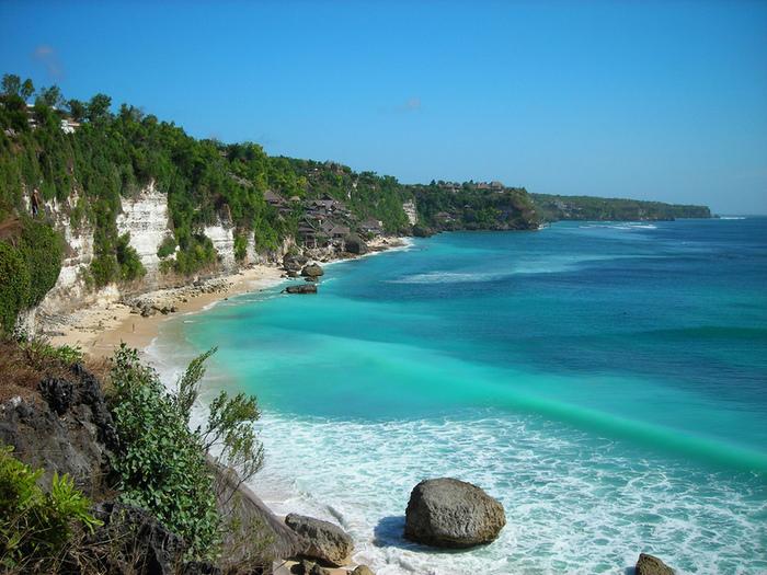 В климате Бали можно наблюдать сухой сезон с июня по октябрь и влажный с ноябрь—март.