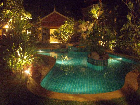 5. Le Viman Resort: живописное и тихое место, отличные бассейн и джакузи, большие номера, умеренные цены.