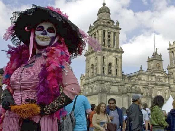 Чем-то похожим можно назвать празднование «Дня мертвых» в Мексике в первых числах ноября.