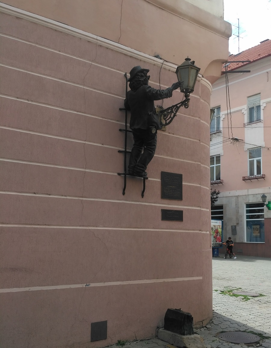 Улица Корзо в Ужгороде - пешеходная зона в старом центре города, история улицы
