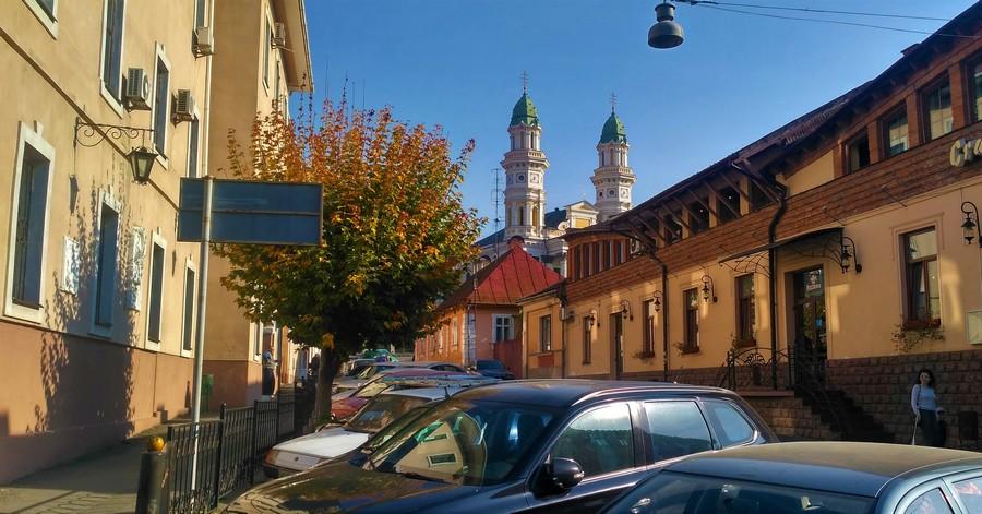 Улица Капитульная - вид на Ужгородский Крестовоздвиженский кафедральный греко-католический собор