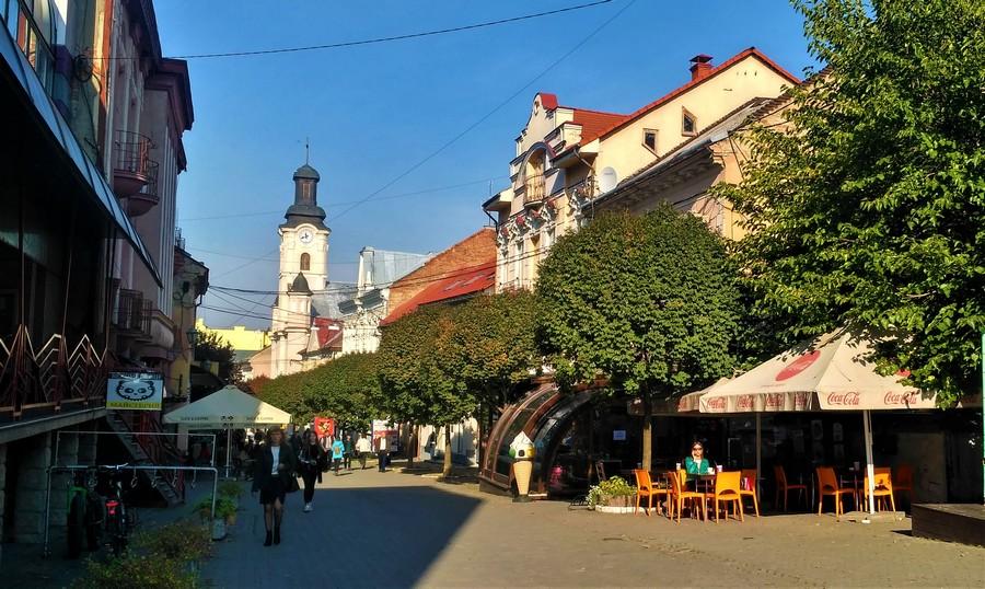 Улица Волошина - вид на Костел Святого Франциска (от магазина Эдельвейс)